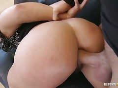 Keiran Lee gets pleasure from fucking Murkiness Inari Vachs in her hot frowardness onwards anal fun